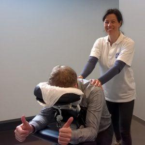 stoelmassage-op-werk-veilig-masseren-tijdens-corona-stoelmassage-op-kantoor-Jolanda-Touw-Linea-Directa-ontspannenwerken.nu