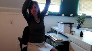 schouderoefeningen voor achter je bureau-Jolanda-Touw-Linea-Directa-ontspanningsworkshop-op-werk-mindfulnessworkshop-op-werk-stoelmassage-op-werk-www.ontspannenwerken.nu